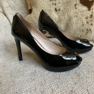 Guess patent leather peep toe pumps